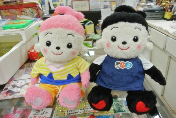 おもちゃのジャンボに遊びに来てくれたどんちゃんとお写真を取らせていただきました。 店員ジャンボ君もご機嫌です
