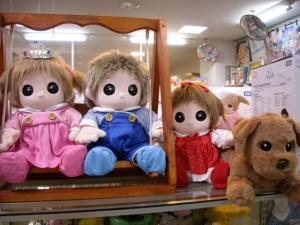 おもちゃのジャンボの夢の子店員、ネルルちゃん、ユメル君、ミルルちゃん、ダッキーです。皆さん会いに来てね。待ってまーす